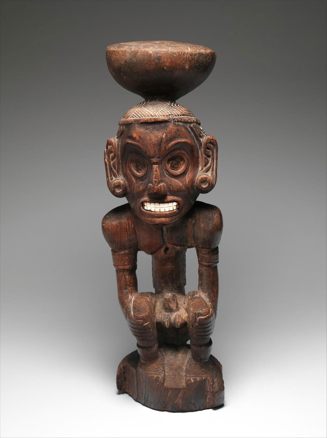 Zemi Cohaba Stand (c. 974–1020, wood and shell, 27 x 8 5/8 x 9 1/8 inches). The Michael C. Rockefeller Memorial Collection, Bequest of Nelson A. Rockefeller, 1979