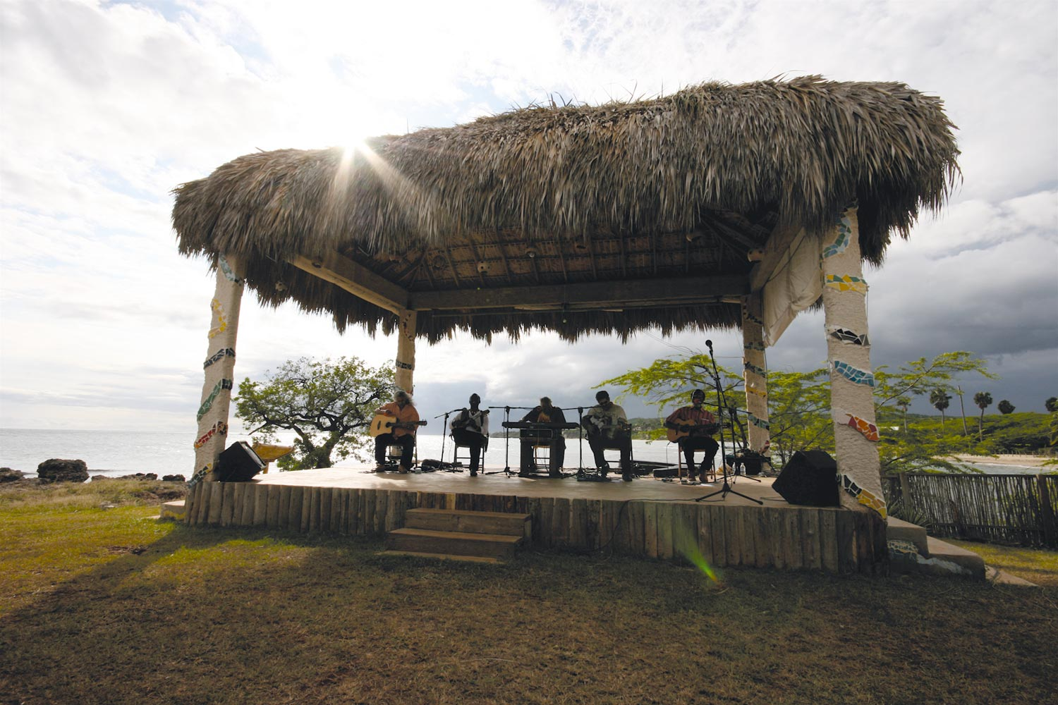A Sunday afternoon performance on the main Calabash stage. Photograph by Georgia Popplewell