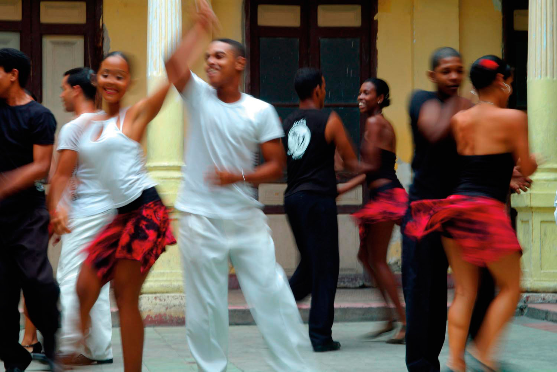Salsa dancers rehearsing in a courtyard in Santiago de Cuba. Photo by Tony Pleavin/Alamy Stock Photo