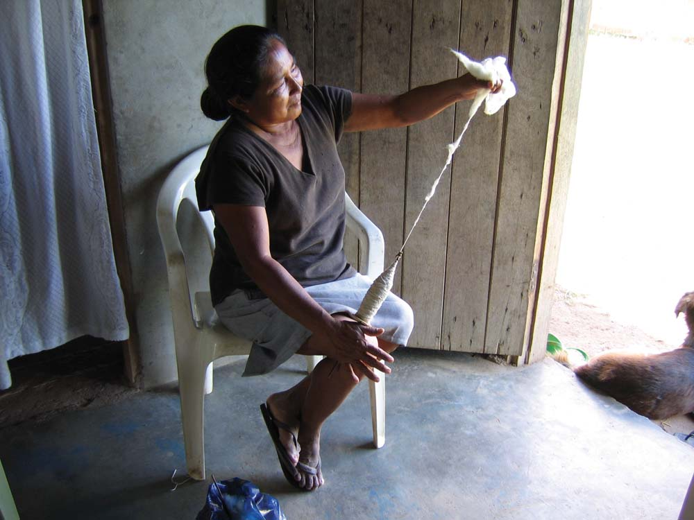 Baretto demonstrates traditional cotton-spinning. Photo by Nicholas Laughlin
