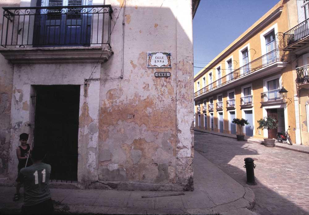 On Calle Enna. Photograph by Sean Drakes