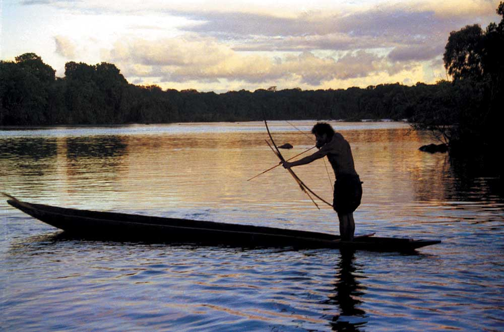 Fishing with a bow and arrow, the traditional Amerindian way. Photograph Ian Brierley