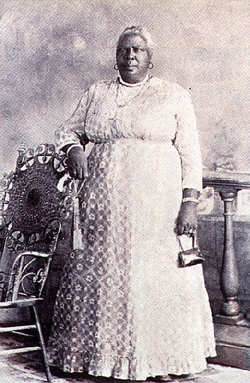 Lams godmother Mantonica Wilson (photo c.1900) was a shango priestess and a major influence on the young painter