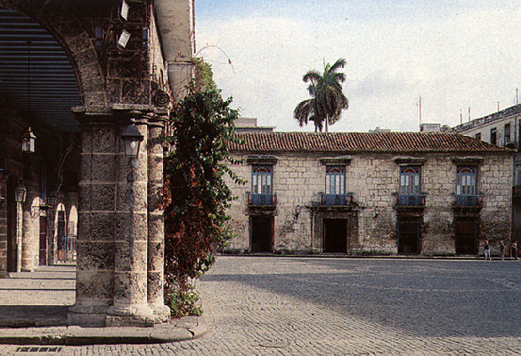 La Plaza de la Cathedral, considered by Walter Gropius the finest colonial square in the Americas. The long arcade on the left fronts the palaces of the El Conde de Casa Lombillo and Los Marqueses de Arcos; the building at the end of the square houses the Museum of Colonial Art. Photograph by Martin Charles