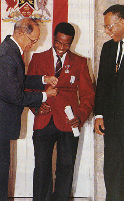 Lara receives the Humming Bird Medal from Trinidad and Tobago's President Noor Hassanali in 1993, while Prime Minister Patrick Manning looks on. Photograph by Trinidad Guardian