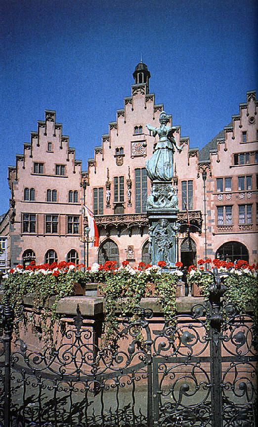 Frankfurt: the Town Hall (Rathaus-Römer). Photograph by Gundhard Marth