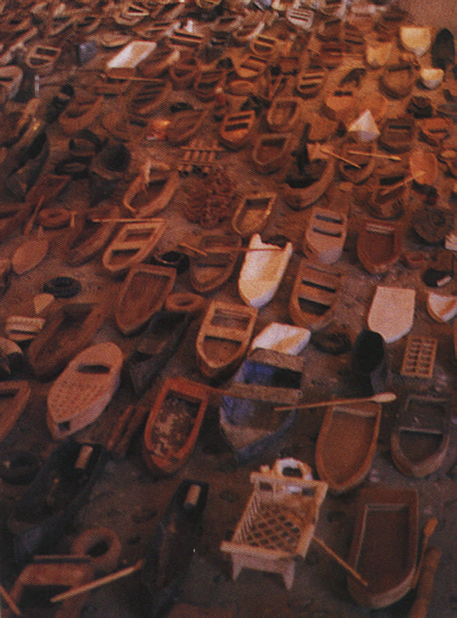Regata (Regatta) by the Cuban artist Alexis Leyva, made its own sad statement about migration. Photograph by Christopher Cozier
