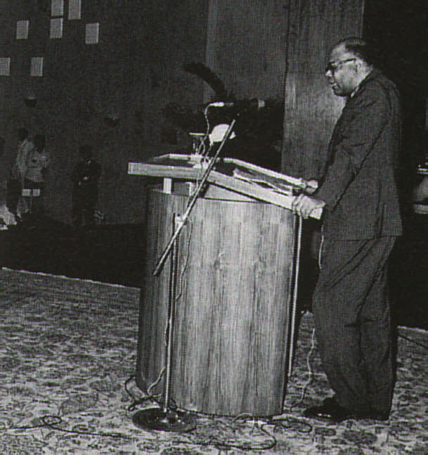 Delivering the Dorab Tata Memorial Lectures in Bombay, 1973. Photograph courtesy Lady Gladys Lewis