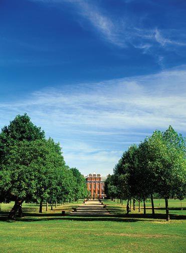Breathtakingly beautiful Kensington Gardens. Photograph by © London and Partners