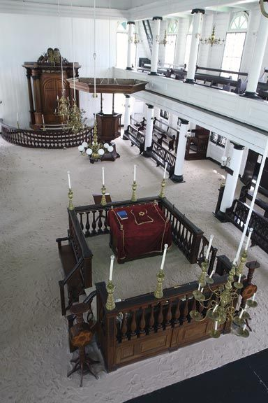 Inside Neve Shalom. Photograph by Roy Tijn