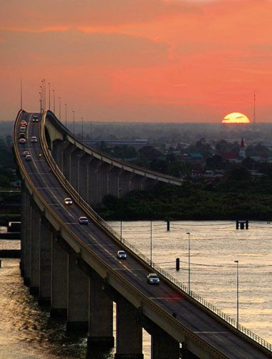 Until the Jules Wijdenbosch Bridge opened in 2000, Paramaribo's only link to the east bank of the Suriname River was via boat. Photograph by Hedwig De La Fuente