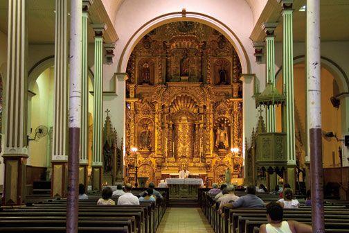 The Golden Altar of the Iglesia de San José. Photograph by Tito Herrera