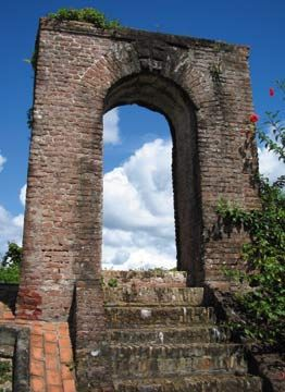 The Dutch fort Kyk-over-Al's only surviving arch. Photograph by Nicholas Laughlin