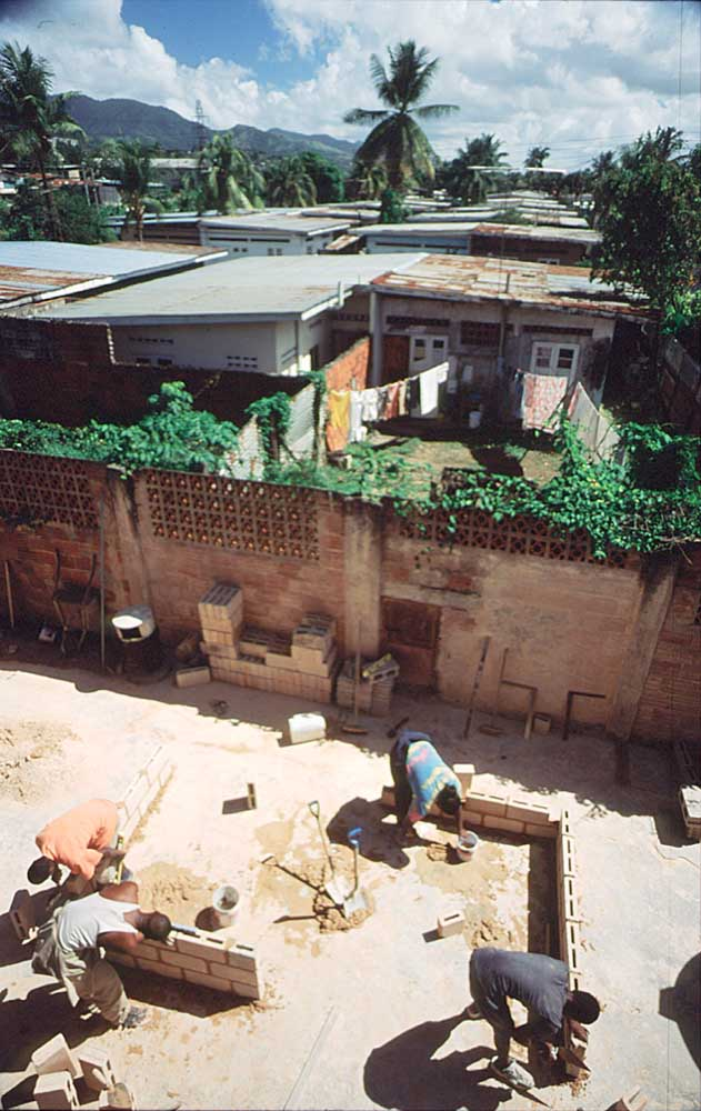 Brick laying classes. Photograph by Roberta Pankin, courtesy SERVOL