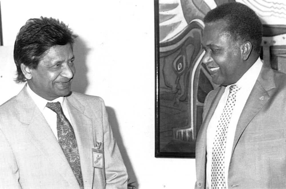 Sir Vidia visits former Trinidad and Tobago Prime Minister A. N. R. Robinson. Photograph courtesy Trinidad Publishing Company Limited