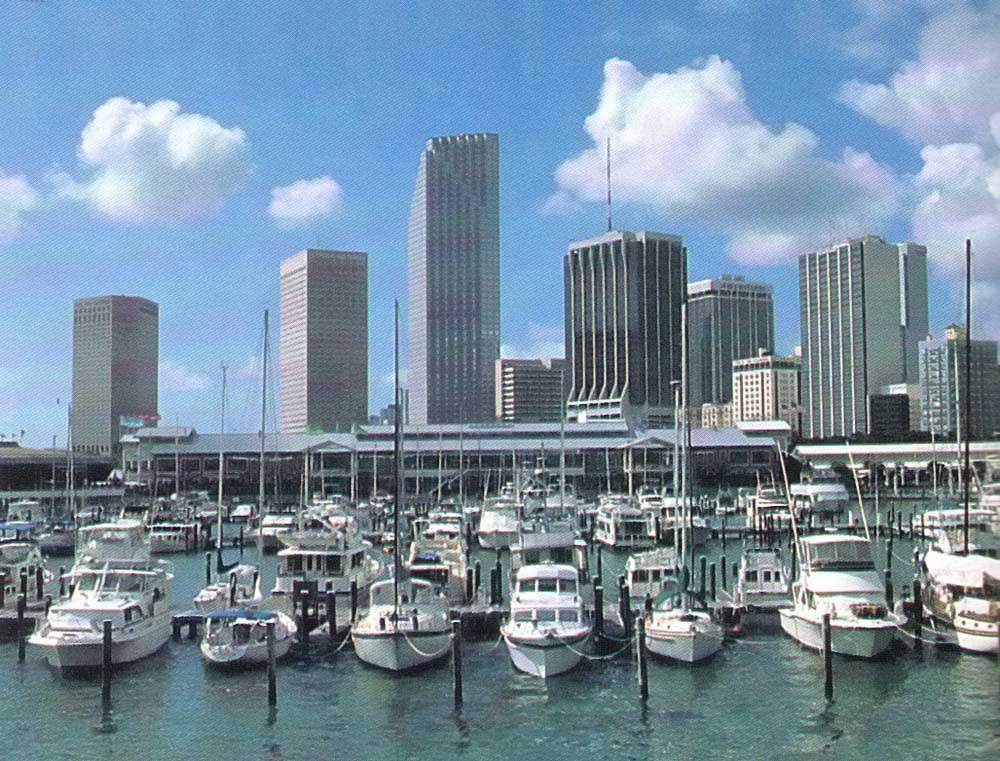 Miamarina, beside Bayside Marketplace. Photograph by Greater Miami Convention and Visitors' Bureau