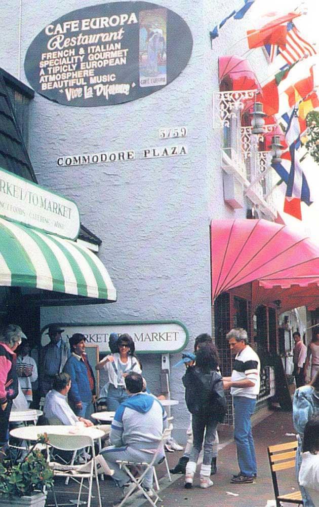 Sidewalk cafe in Coconut Grove