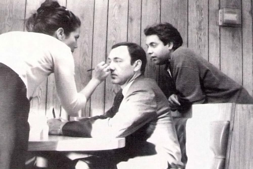 Kevin Spacey has his make-up touched up on the set of American Beauty. Mendes is at right. Photograph courtesy Stephen Mendes