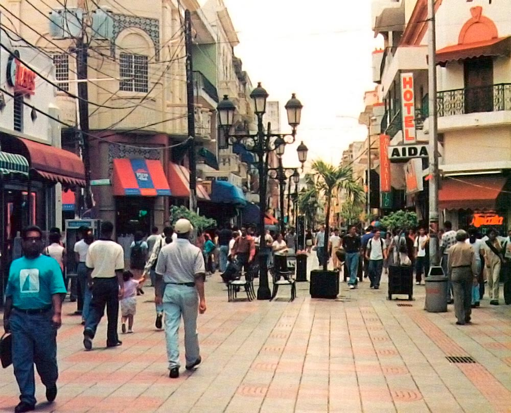 Into the modern world: shopping on Conde Street, downtown Santo Domingo. Photograph by Robert Matthews