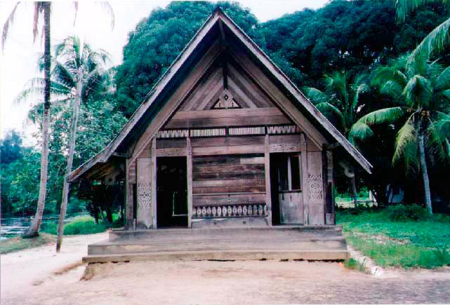 Bush Negro hut in Asidonohopo. Photograph by Simon Lee
