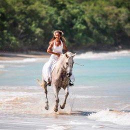 Shoreline canter on horseback. Photo by Piotrandrewsphotography.com