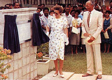 Princess Anne unveils a plaque at the Faculty of Law in Trinidad in 1990