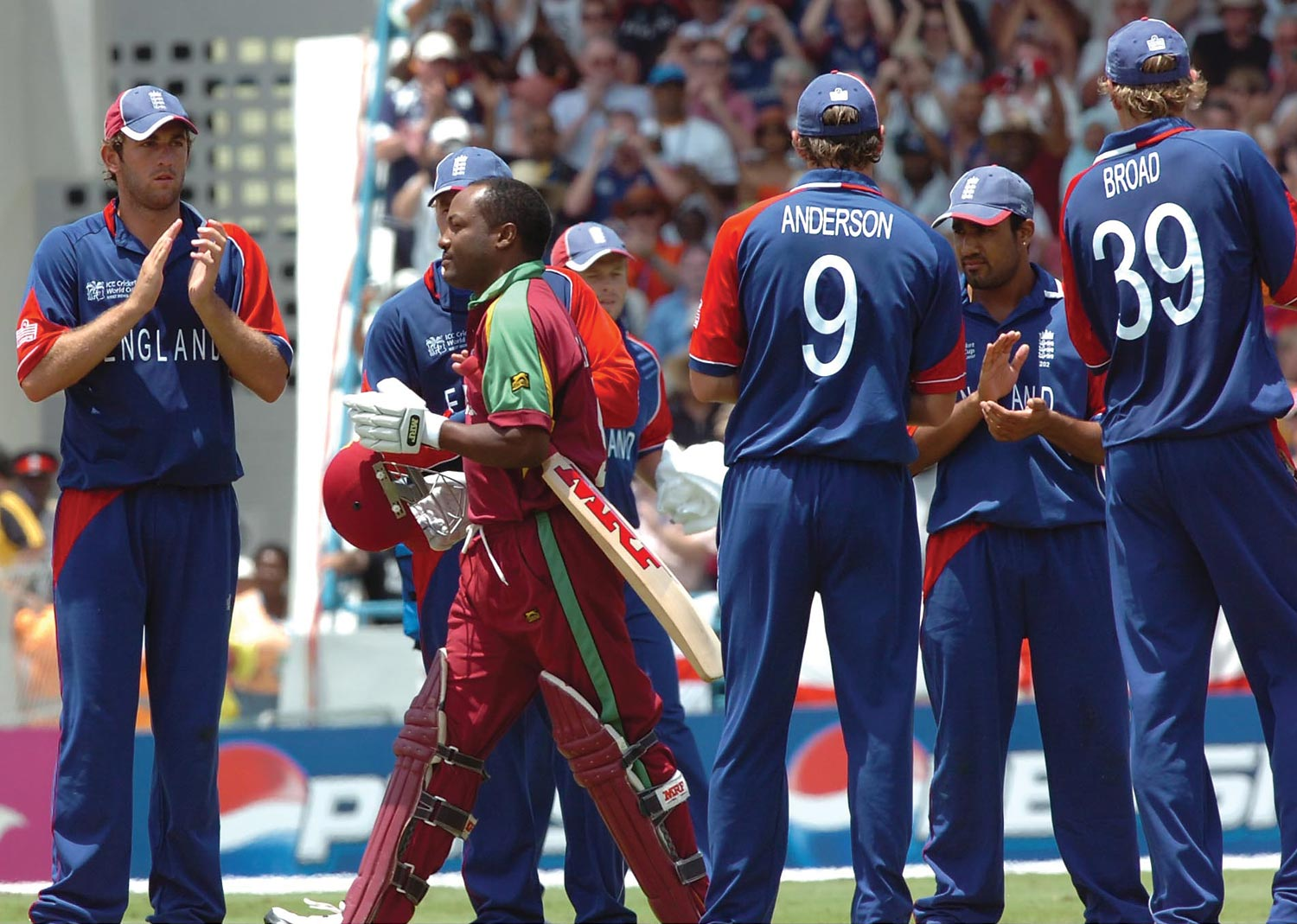 Brian Lara receives an honour guard from the English players, as he walks onto the crease for his last match for West Indies. Photograph by Iossjr